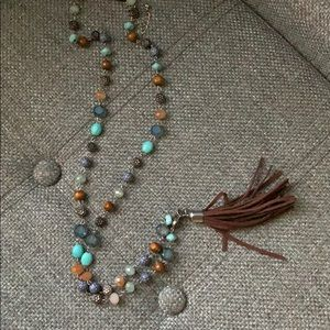 Jewelry - Fringed blue necklace